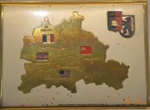 Porte-cigarette représentant la carte de Berlin et les quatre secteurs (français, soviétique, américain, anglais)