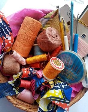 Cousons ensemble ! Atelier de couture, de transformation, d'inventivité pour recycler, innover, créer et S'AMUSER